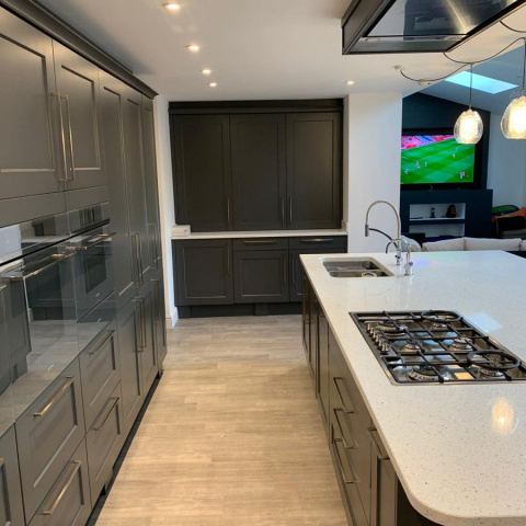Classic-Charnwood-Diamond-Grey-Kitchen-with-Solid-Quartz-Leicester-3