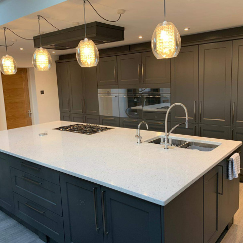 Classic-Charnwood-Diamond-Grey-Kitchen-with-Solid-Quartz-Leicester-4