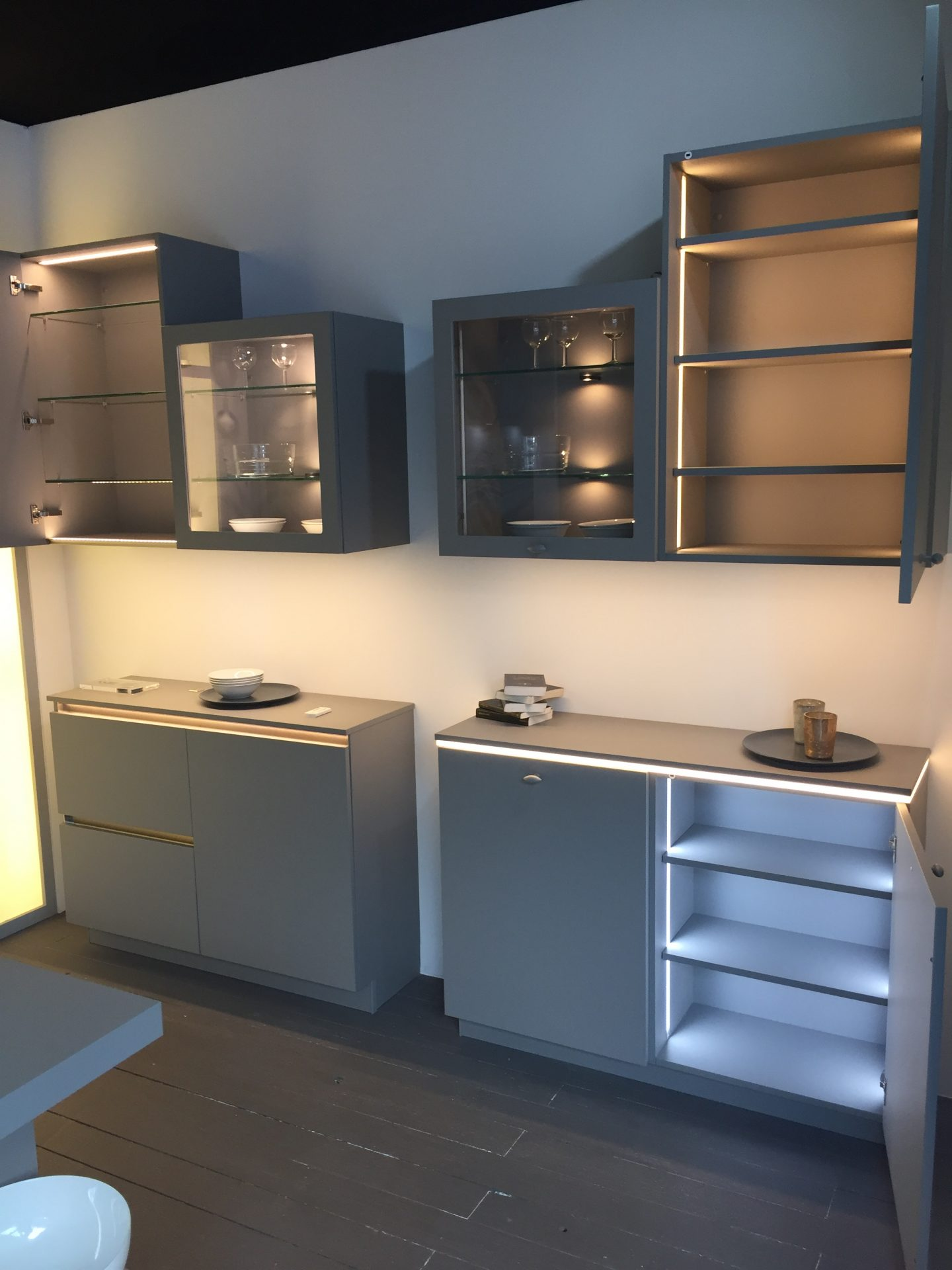 Kitchen Glass Display Wall Cabinets With Lights