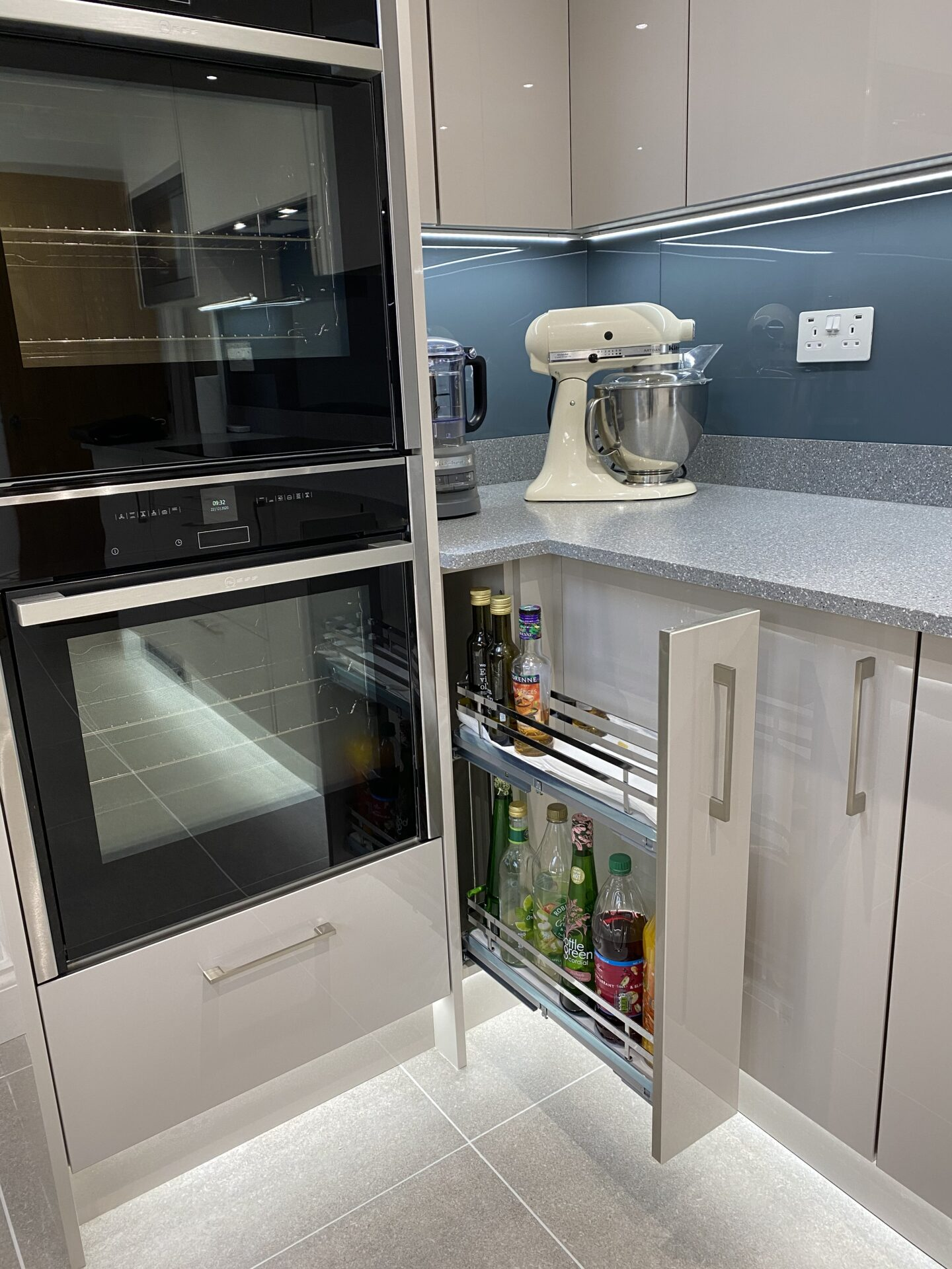 Slim kitchen storage system as pull out
