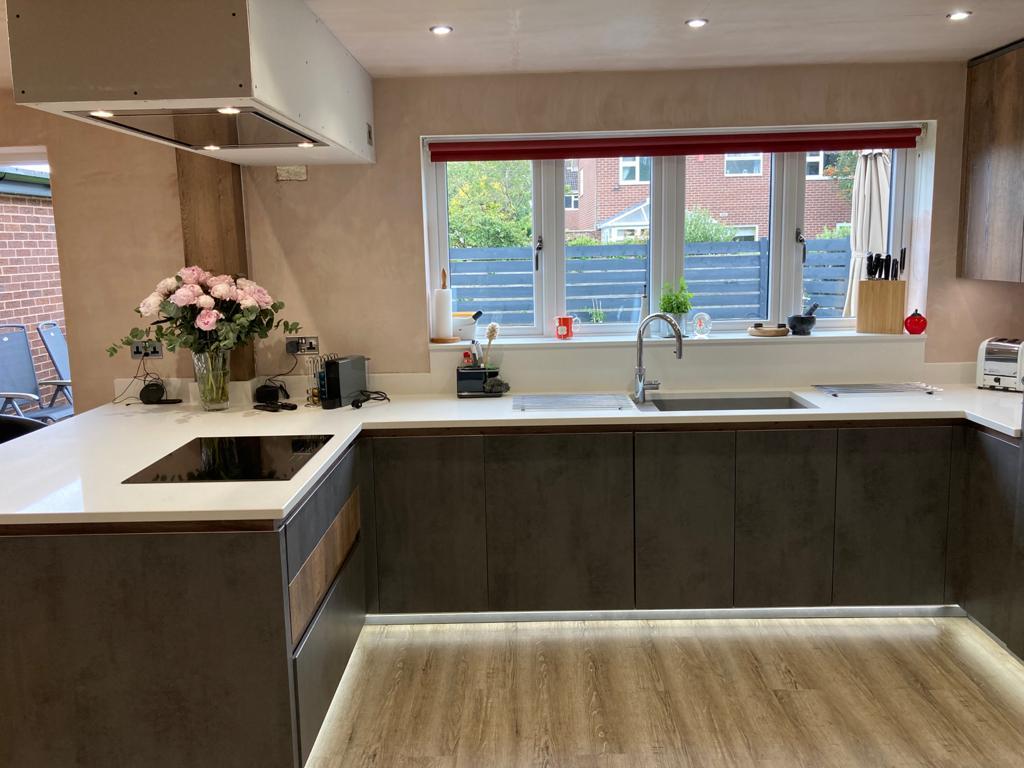 German Handle-Less Dark Concreto Kitchen with Solid Quartz